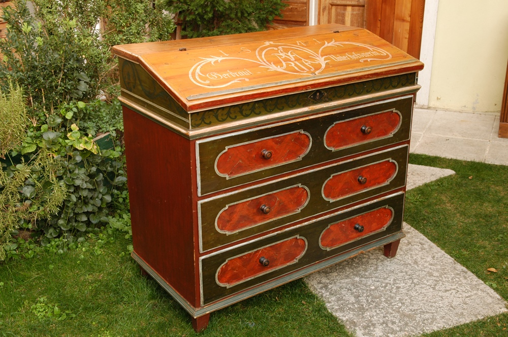 ... work on any type of wood furnitures: from the seventeenth-century  inlaid chest of drawers till the newest nineteenth and twentieth-century  furnitures. - Antique Wooden Furniture Restoration